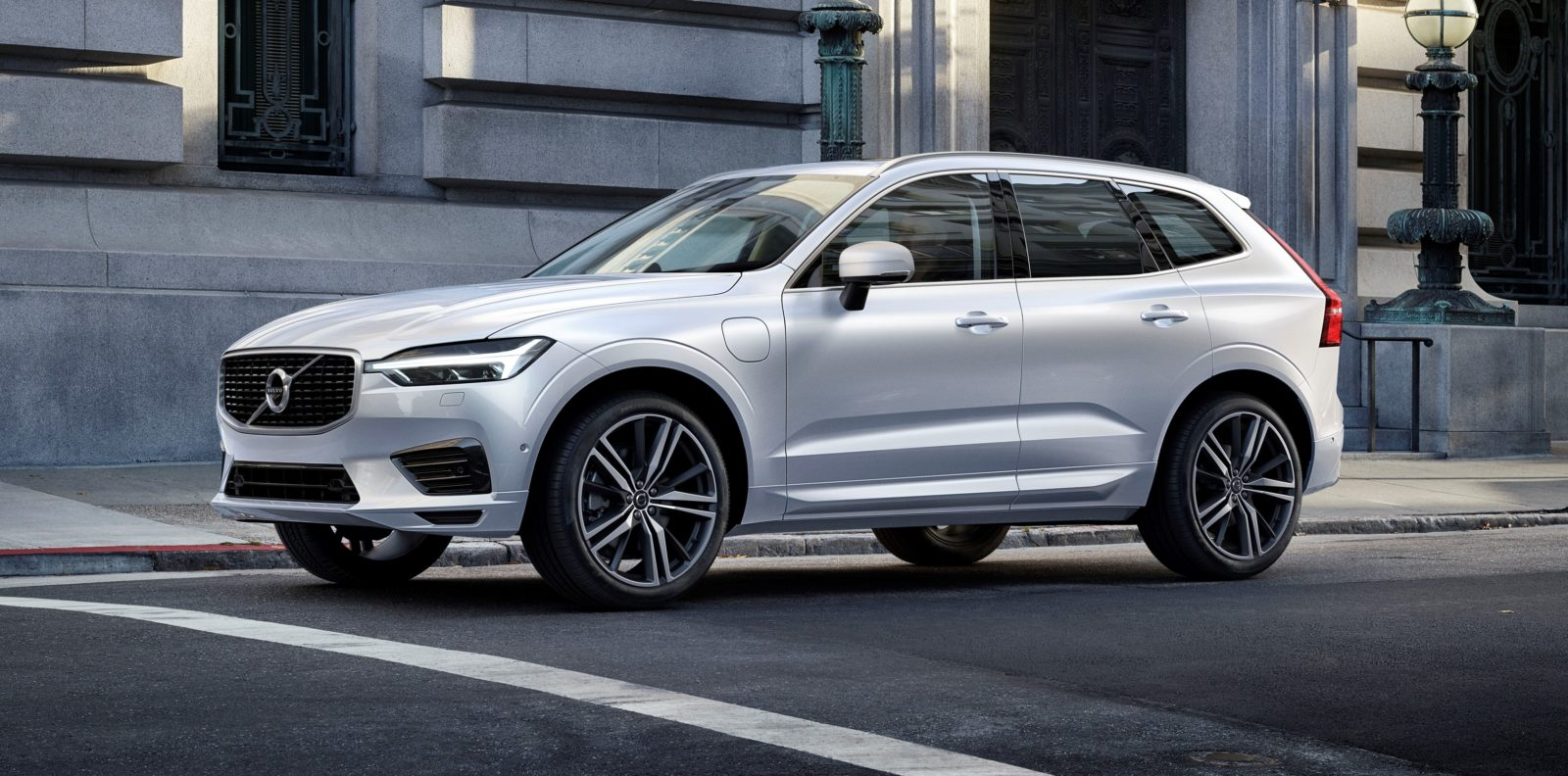 Volvo XC60 D5 R-Design: Sweet Swede chariot
