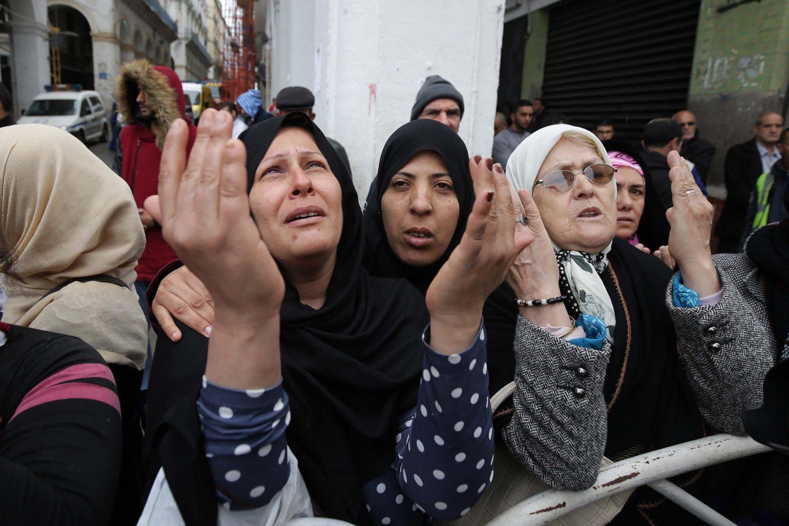 what do algerian people look like