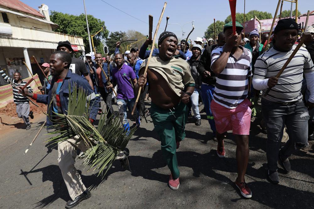 Mob is tans stil - maar inwoners vrees geweld teen die aand - Daily Maverick