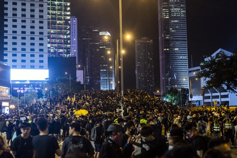 Business Maverick: Thousands Form Human Chain Across City: Hong Kong Update