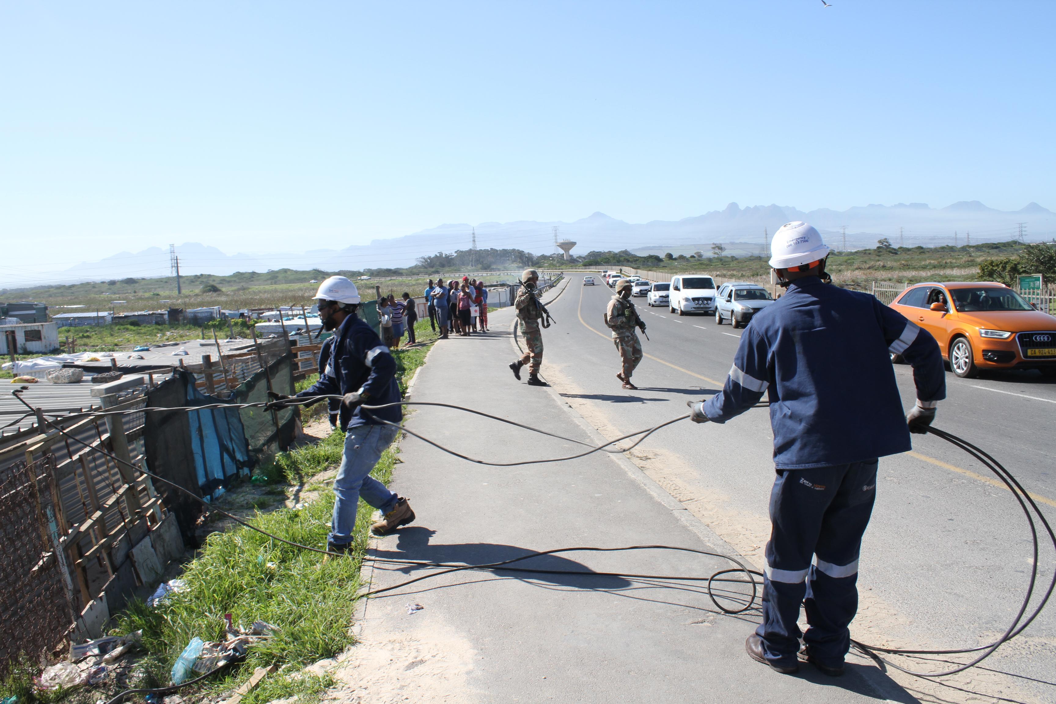 Army protects Eskom workers in Khayelitsha