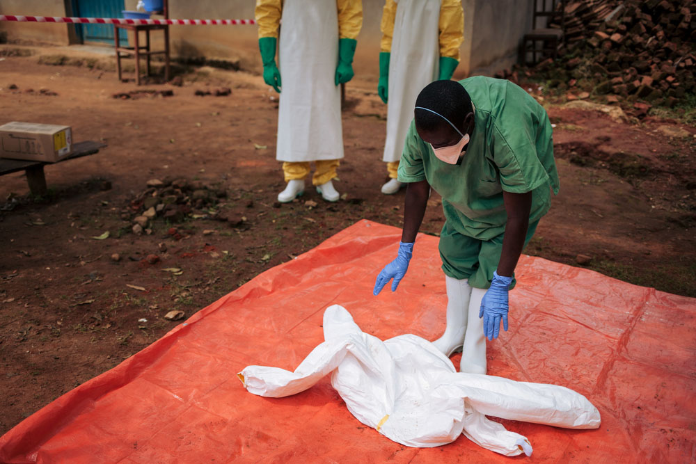 Ebola: The response is struggling, one year into the outbreak