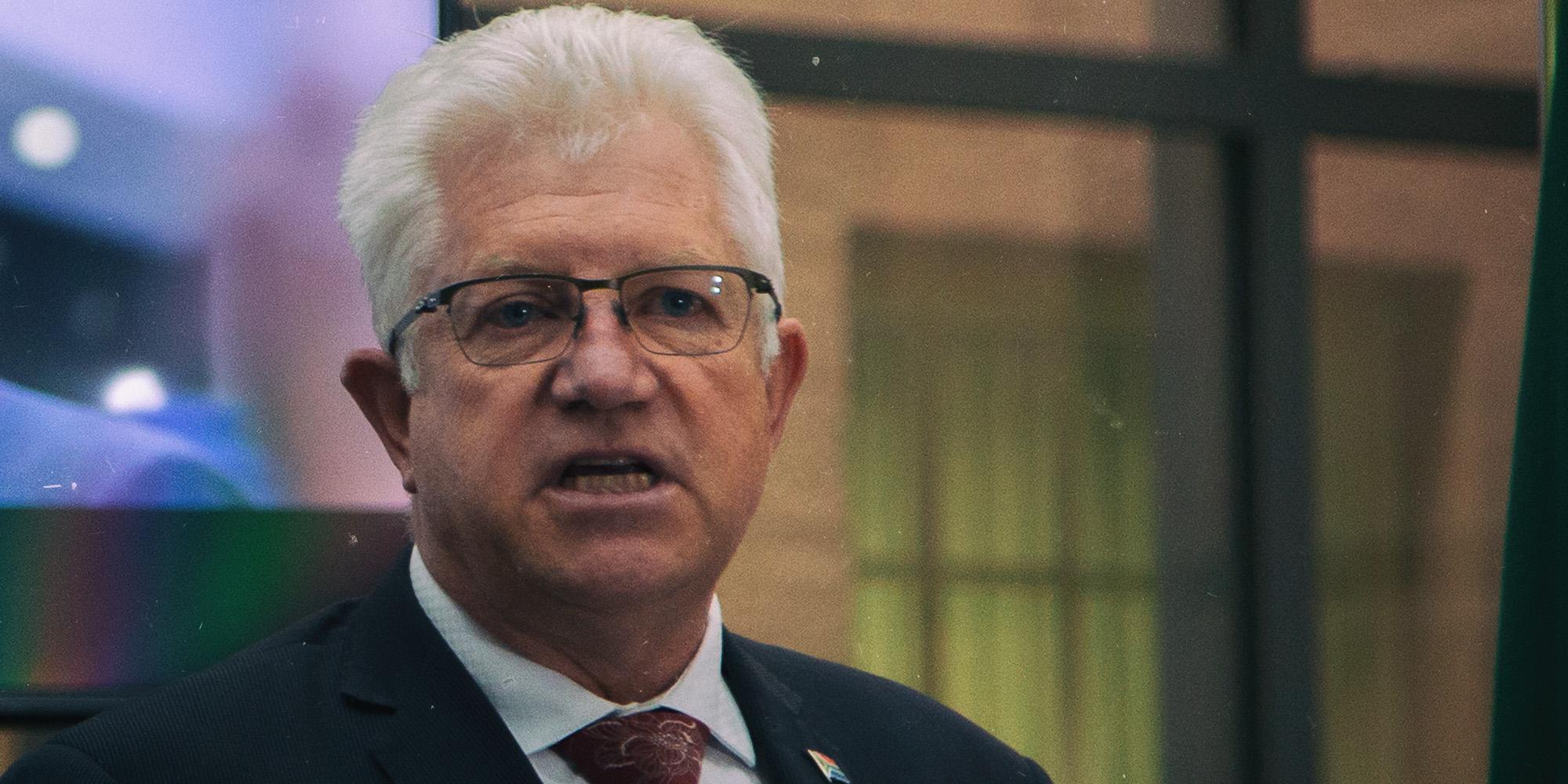 Die Wes-Kaapse premier skep 'n oorlogskamer vir ekonomie en brei 'n olyftak uit tot opposisie - Daily Maverick