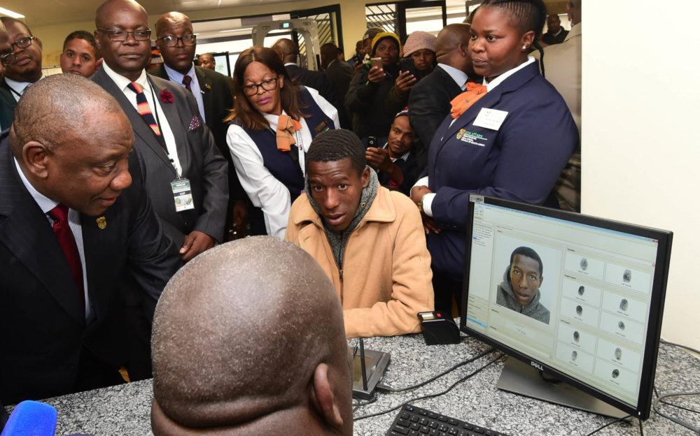 Ramaphosa - Daily Maverick, sal 'n e-visa-stelsel verhoog