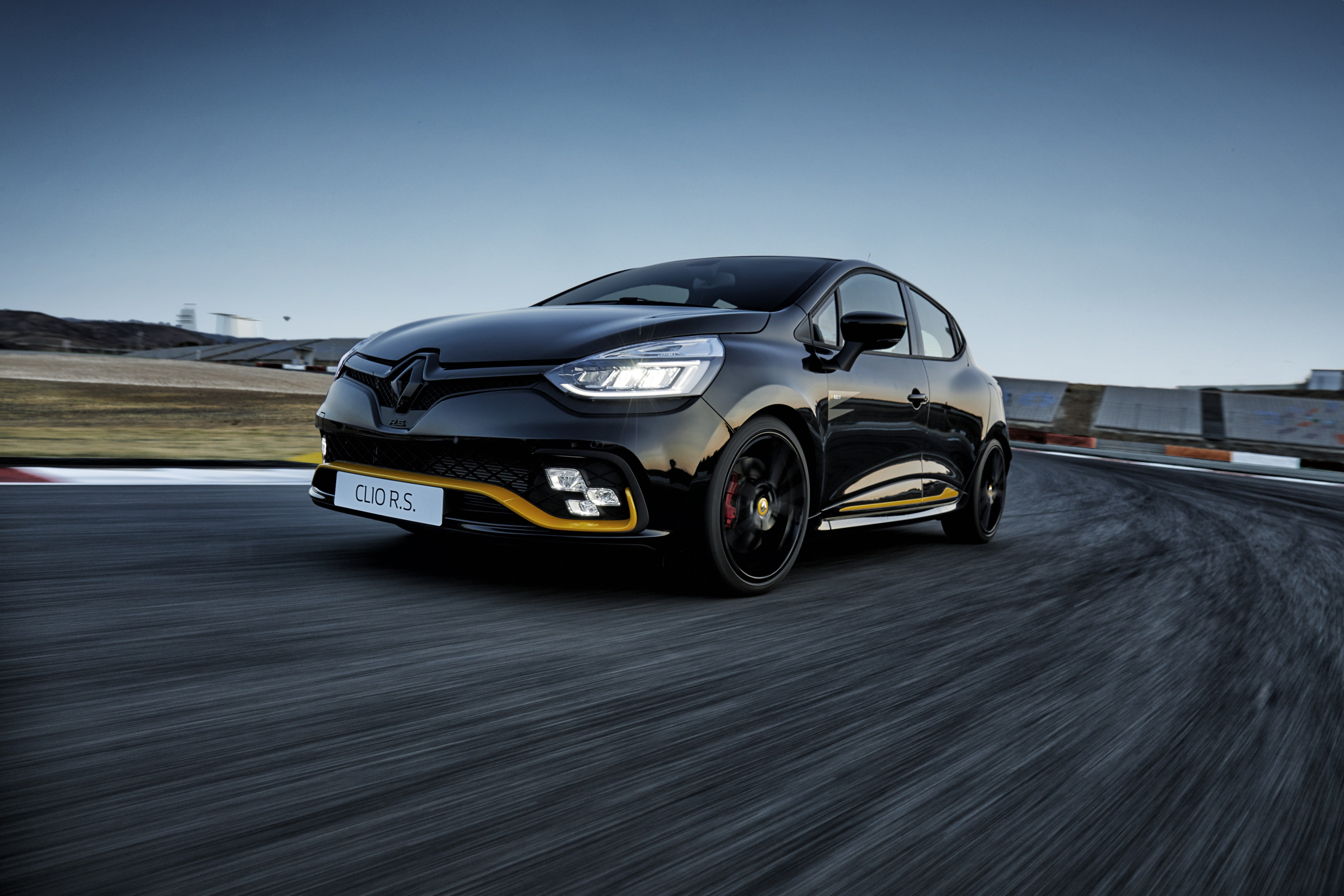 Renault Clio RS 18 F1: A mighty midget
