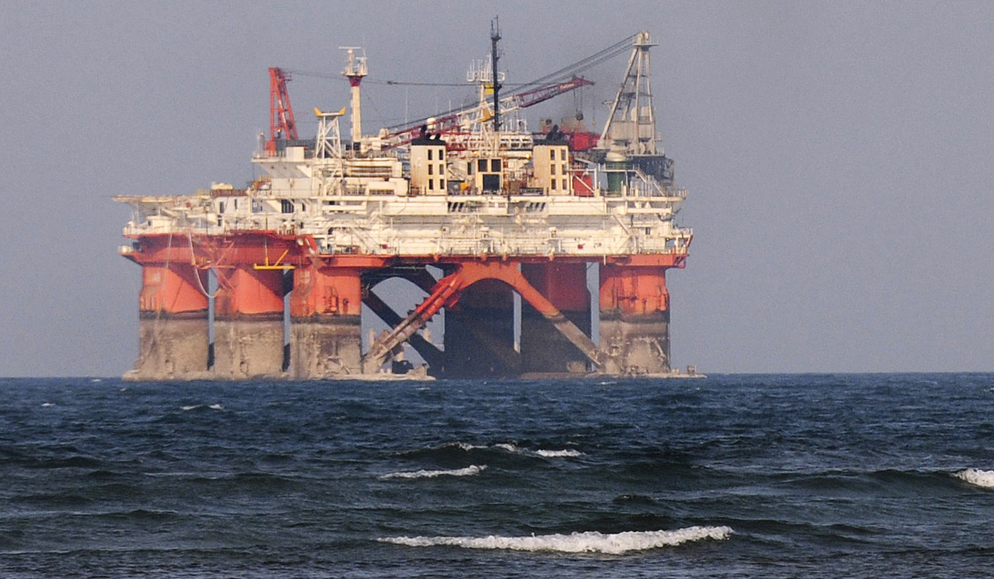 Lonely, hard work on oil rigs, but salaries soaring