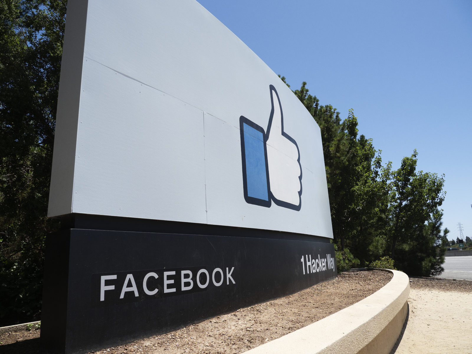 Facebook scorned by civil rights groups after Mark Zuckerberg meeting