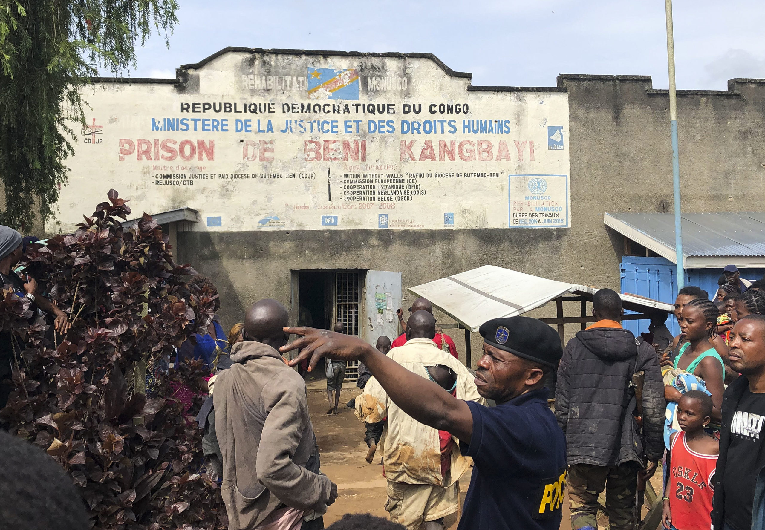 Congo: Armed men storm Congo prison, freeing over 900 inmates in coordinated attack - Tatahfonewsarena
